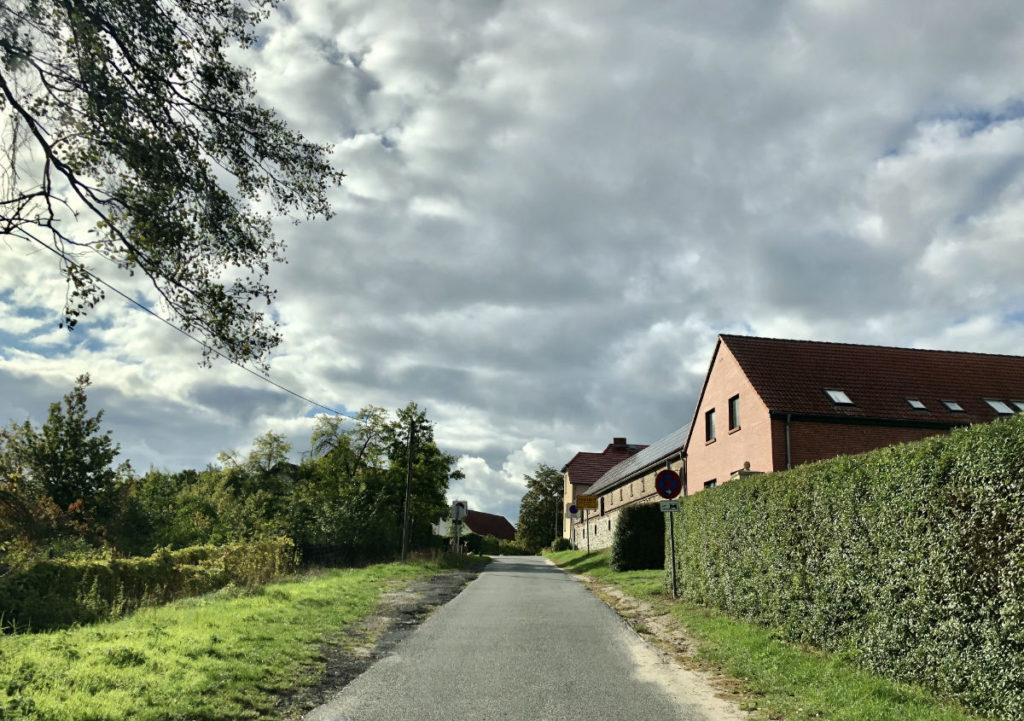 Makler Kähnsdorf: Dorfeingang Immobilien am Kähnsdorfer See