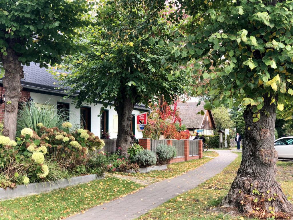 Makler Kähnsdorf: Gasthaus und Dorfstrasse