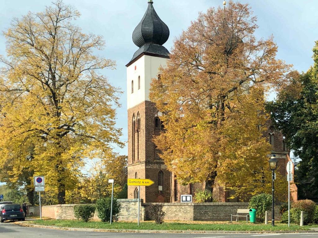 Makler Tremmen - die Dorfkirche an der Heerstraße mit den barocken Zwiebeltürmen
