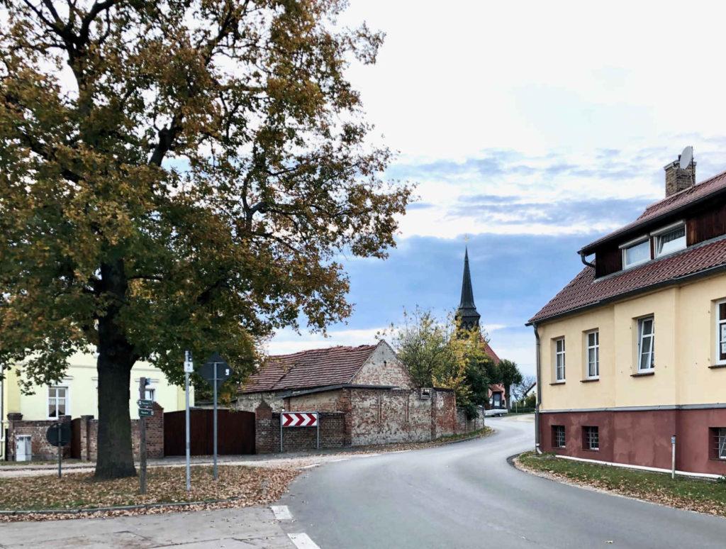 Makler Bagow - Kirche an der Dorfstrasse