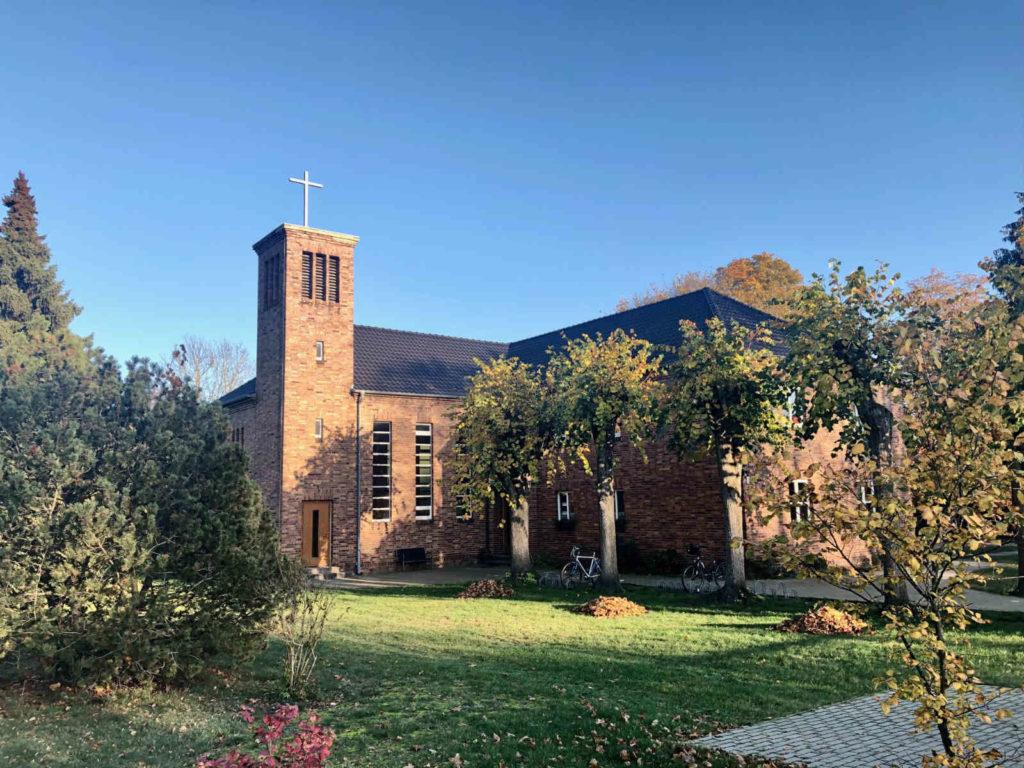 Makler Brieselang 14656: Kirche an der Karl-Marx-Strasse
