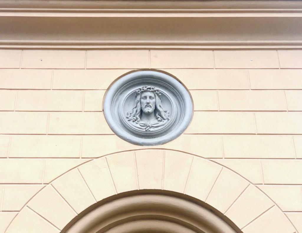 Makler Königs Wusterhausen: Kreuzkirche vier ornamentale Rundscheiben von Charles Crodel