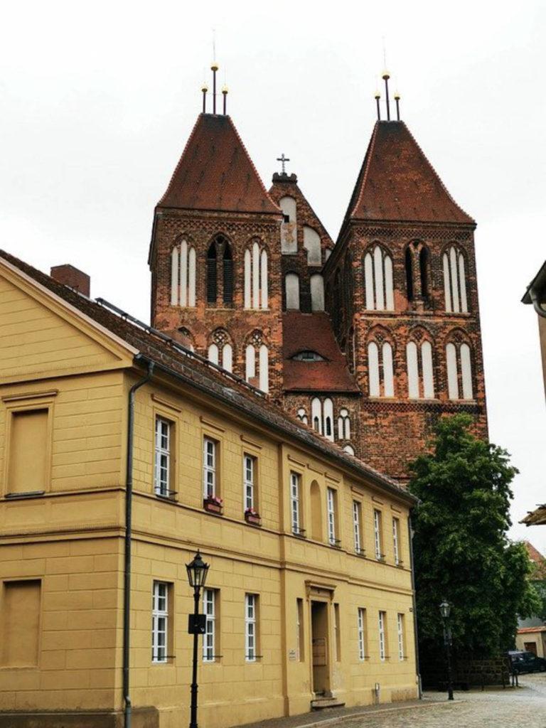 Immobilienmakler Dahme-Spreewald LDS: Das Stadthaus und die Sankt-Nikolai-Kirche in Luckau