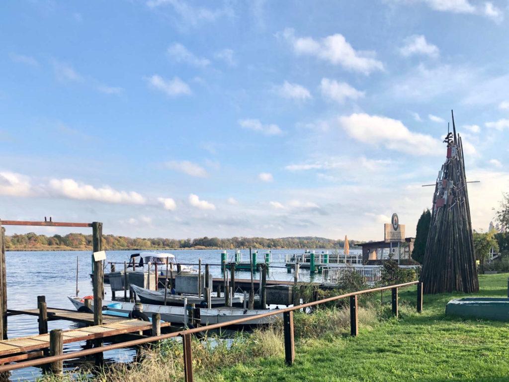 Makler Werder - Die beliebte Uferpromenade mit Restaurants und Fisch-Imbiss