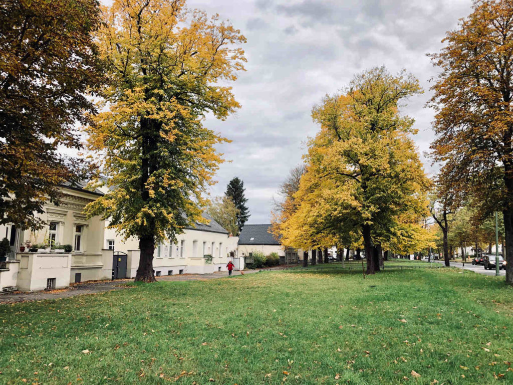 Makler Pankow - Historische Gebäude an der Bucher Chaussee in Karow