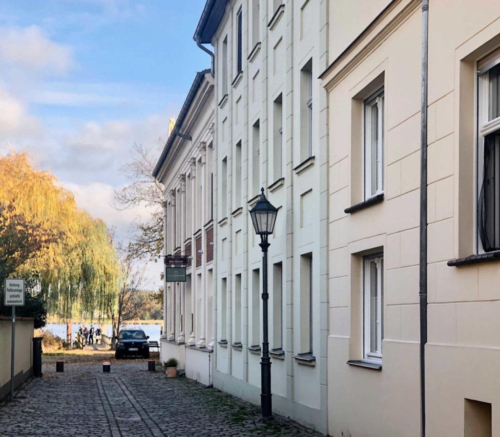 Makler Werder - Die Fischerstrasse mit Blick zur Uferpromenade