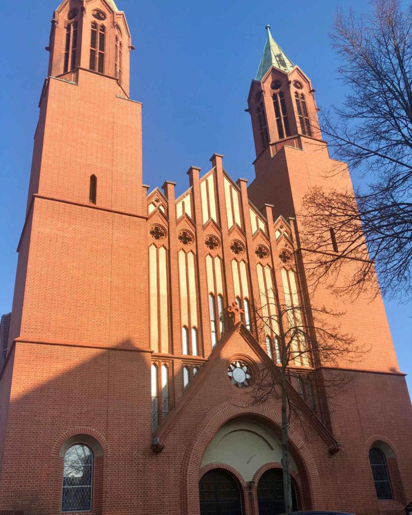 Makler Luckenwalde - katholische St-Joseph-Kirche in der Lindenallee