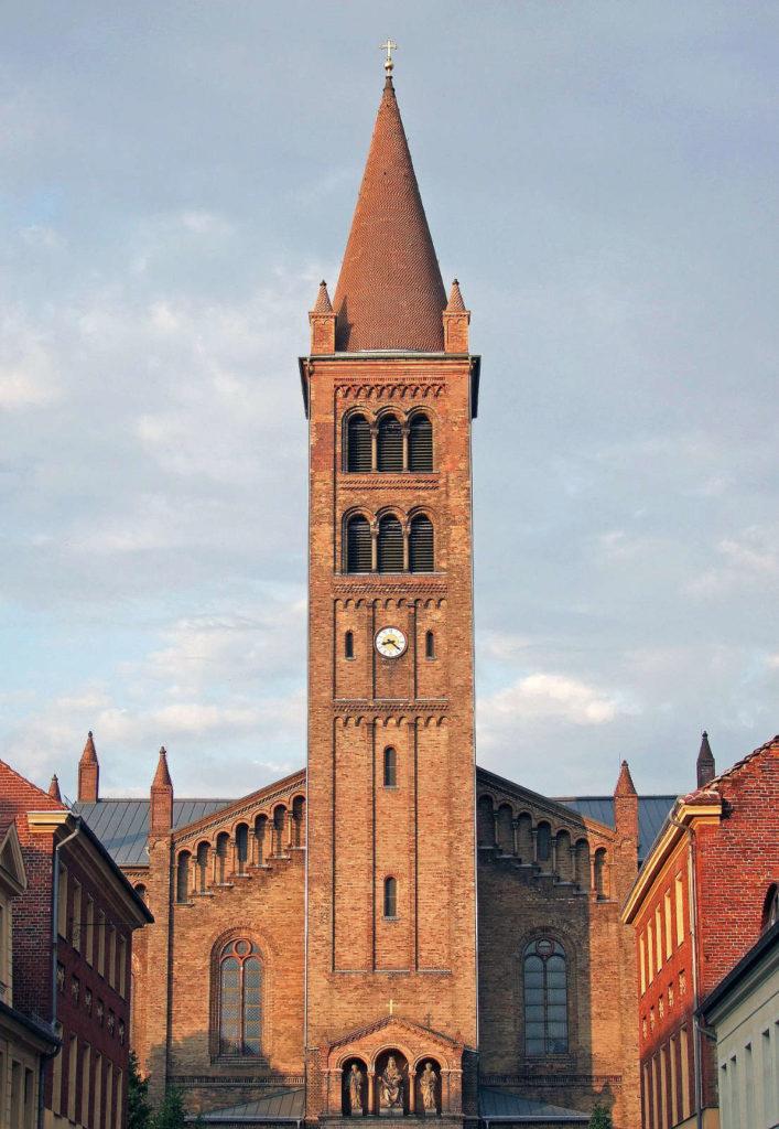 Makler Potsdam: die katholische Kirche St. Peter und Paul.
