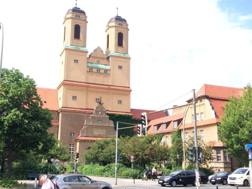 Makler Baumschulenweg: Kirche der Gesamtschule