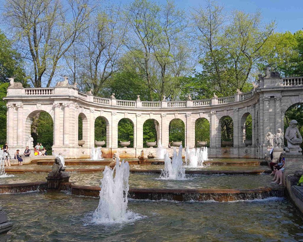 Makler Friedrichshain-Kreuzberg: Brunnen im Volkspark