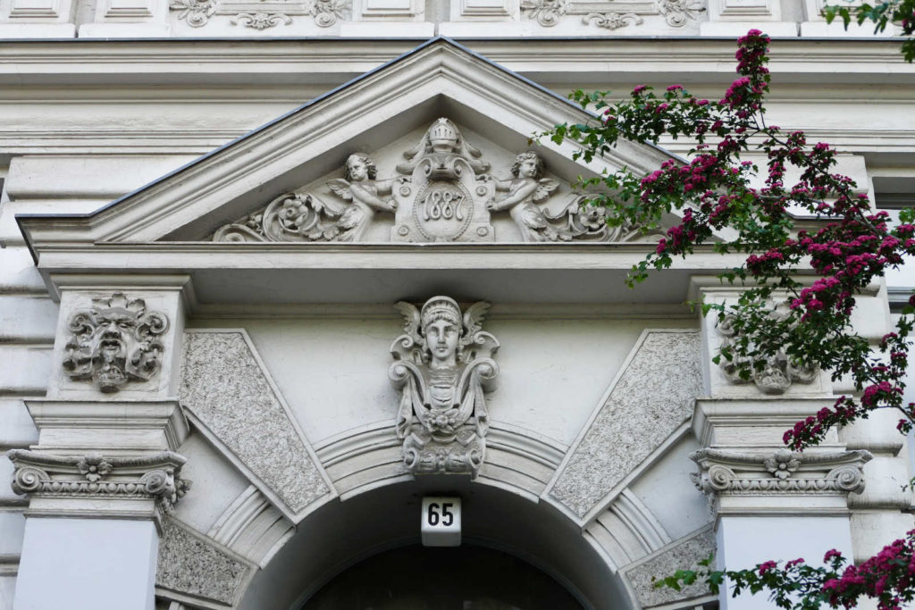 Makler Kreuzberg 61: Stuckfassade