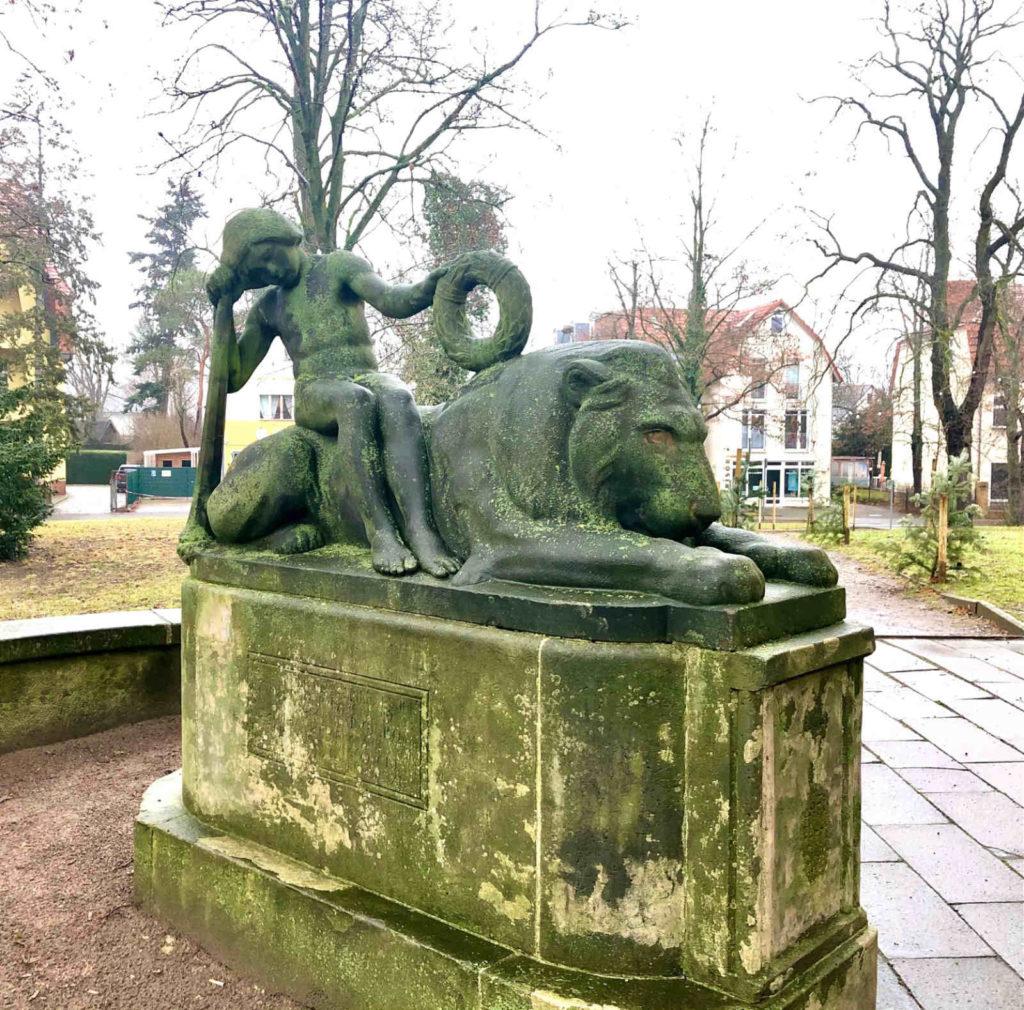 Makler Treptow-Köpenick: Schmöckwitz Kriegerdenkmal
