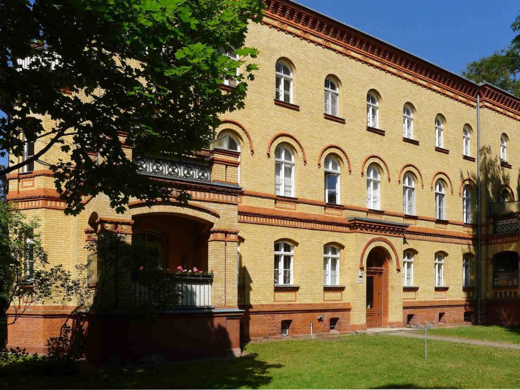 Makler Steglitz-Zehlendorf: Beamtenwohnhaus der Kadettenanstalt