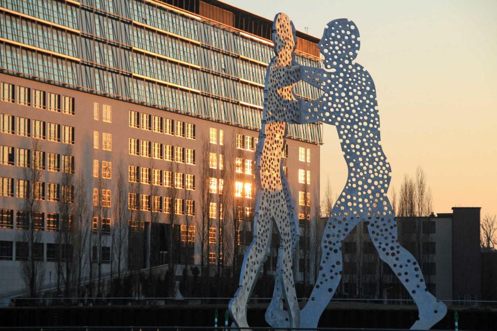 Makler Alt-Treptow: Der Molecule-Men in Treptow