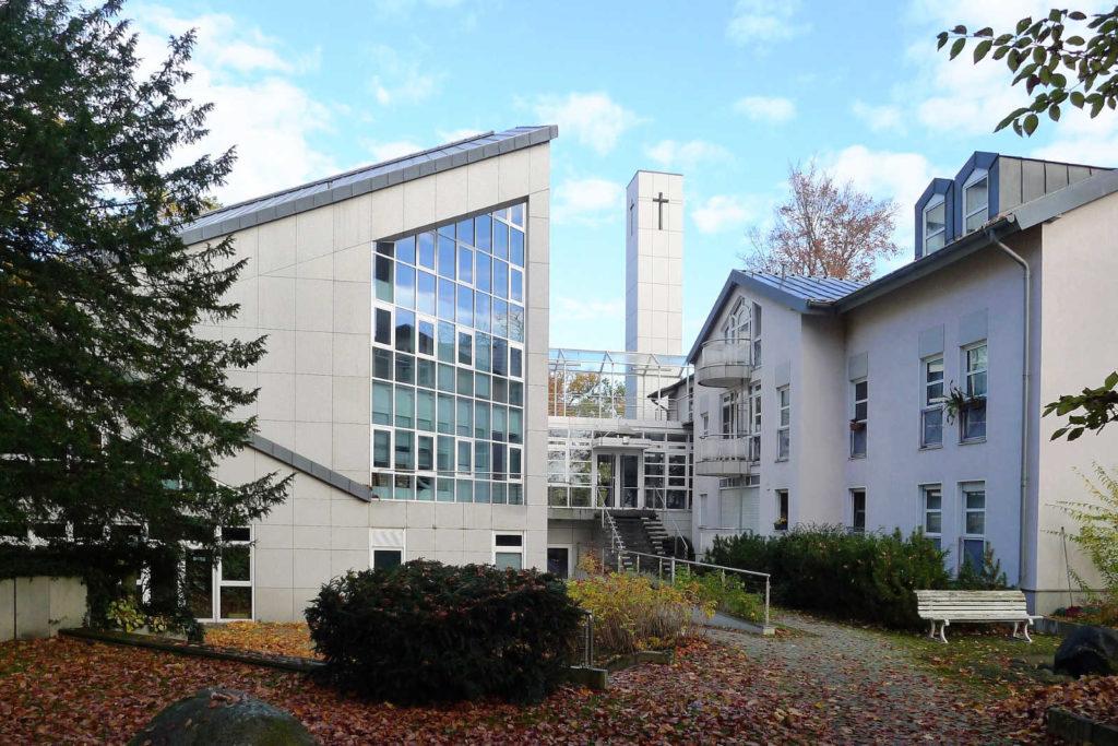 Makler Steglitz-Zehlendorf: die Baptistenkirche im Ortsteil Wannsee