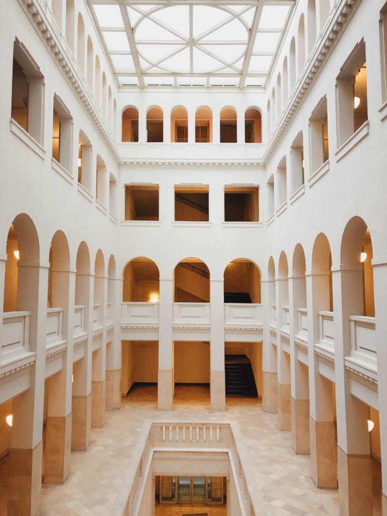 Makler Oberschöneweide: Peter-Behrens-Bau Atrium