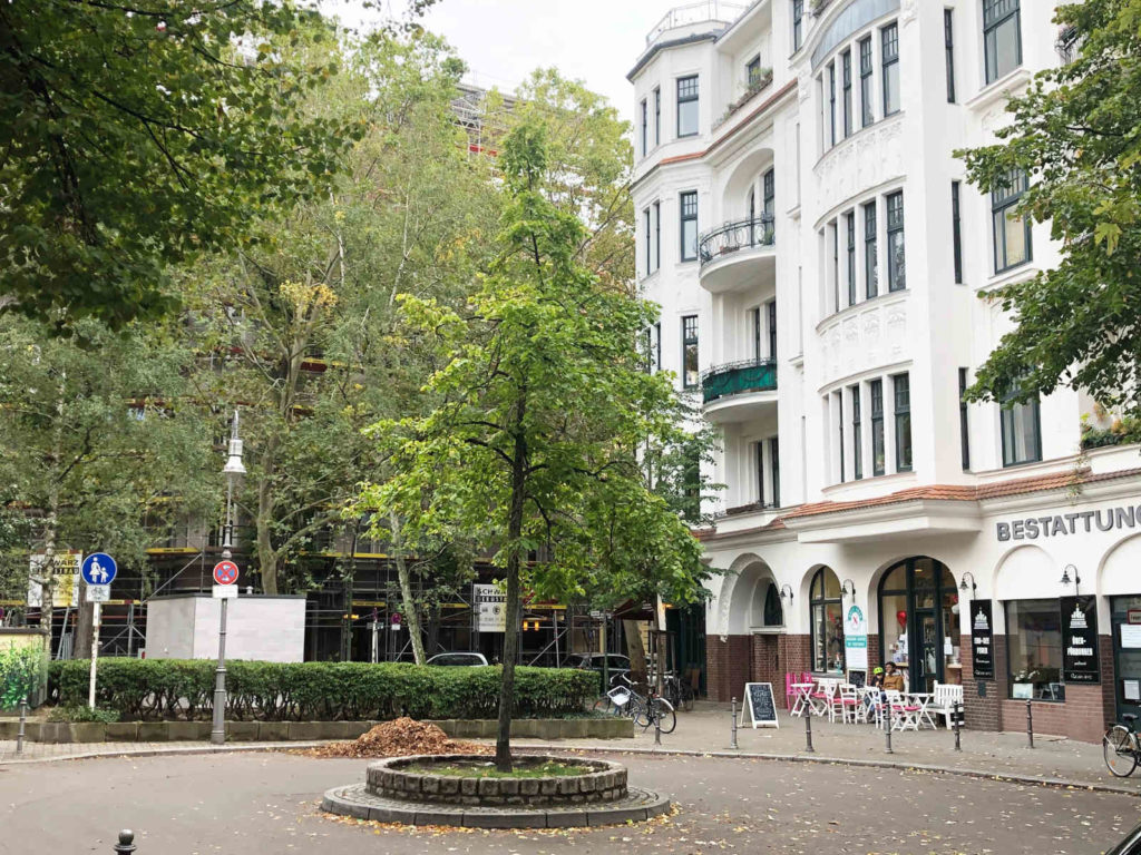 Makler Ludwigkirchplatz 10719: Platz vor der Kirche