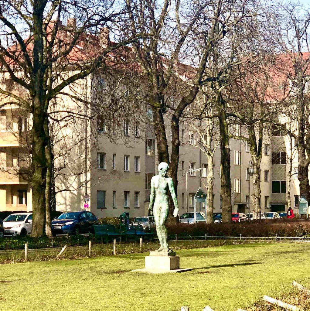 Makler Ceciliengärten, Schöneberg: Skulptur