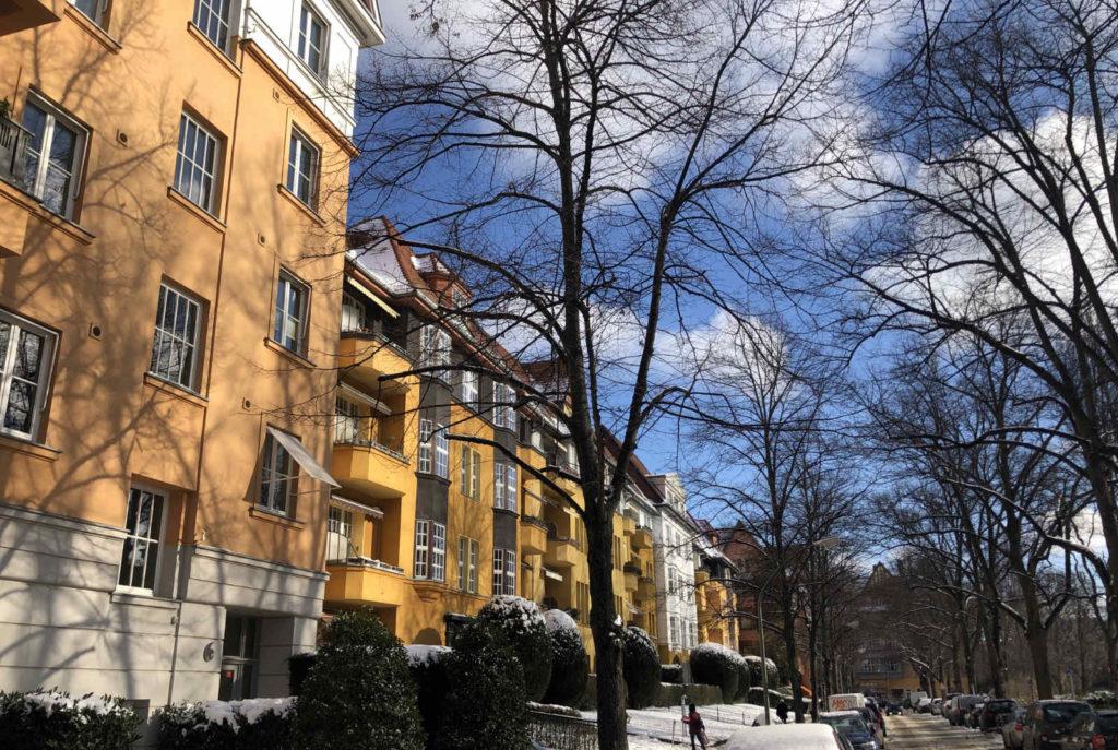 Makler Rüdesheimer Platz, Bauten am Platz