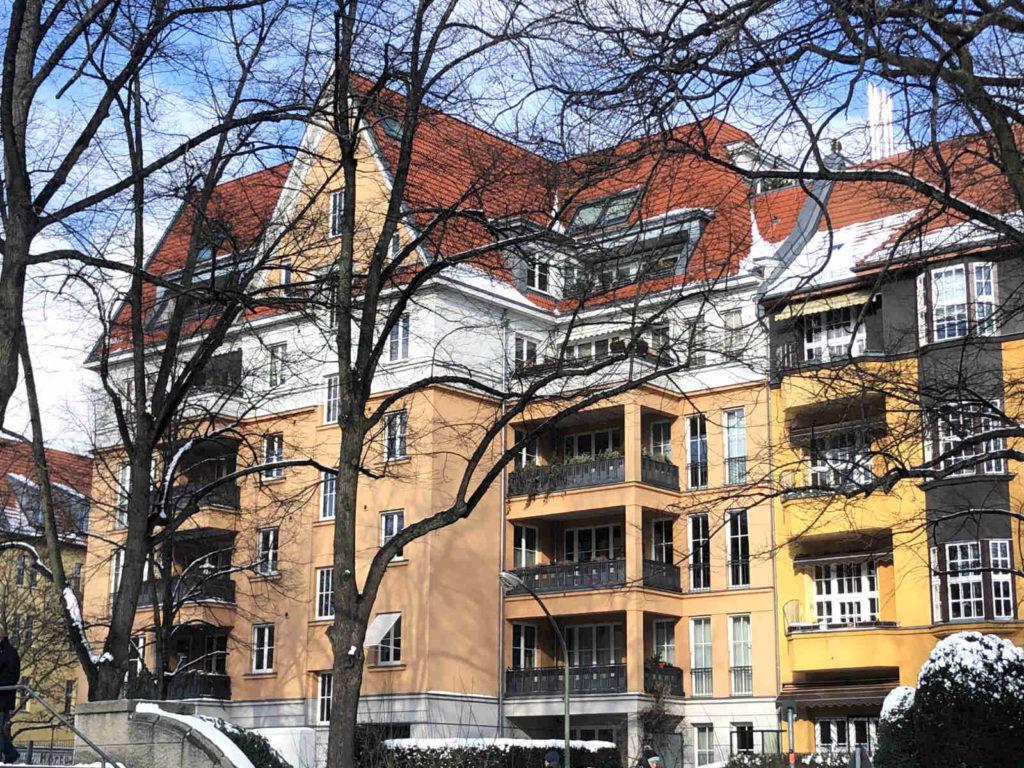 Neubauten am Rüdesheimer Platz mit starkem Bezug auf die vorhandene Architektur