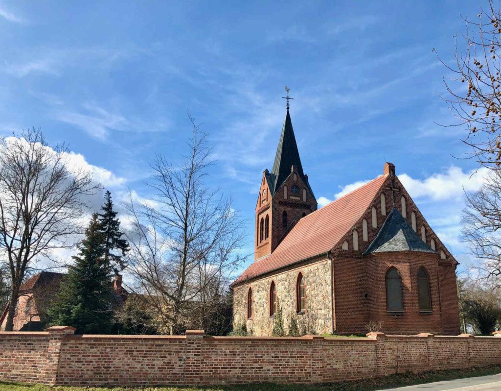 Makler Liepe: Kirche